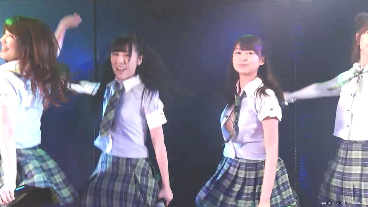 フジテレビ「FNSうたの夏まつり」で歌ってる途中にブラウスのボタンが外れておっぱいポロリしているAKB48・達家真姫宝