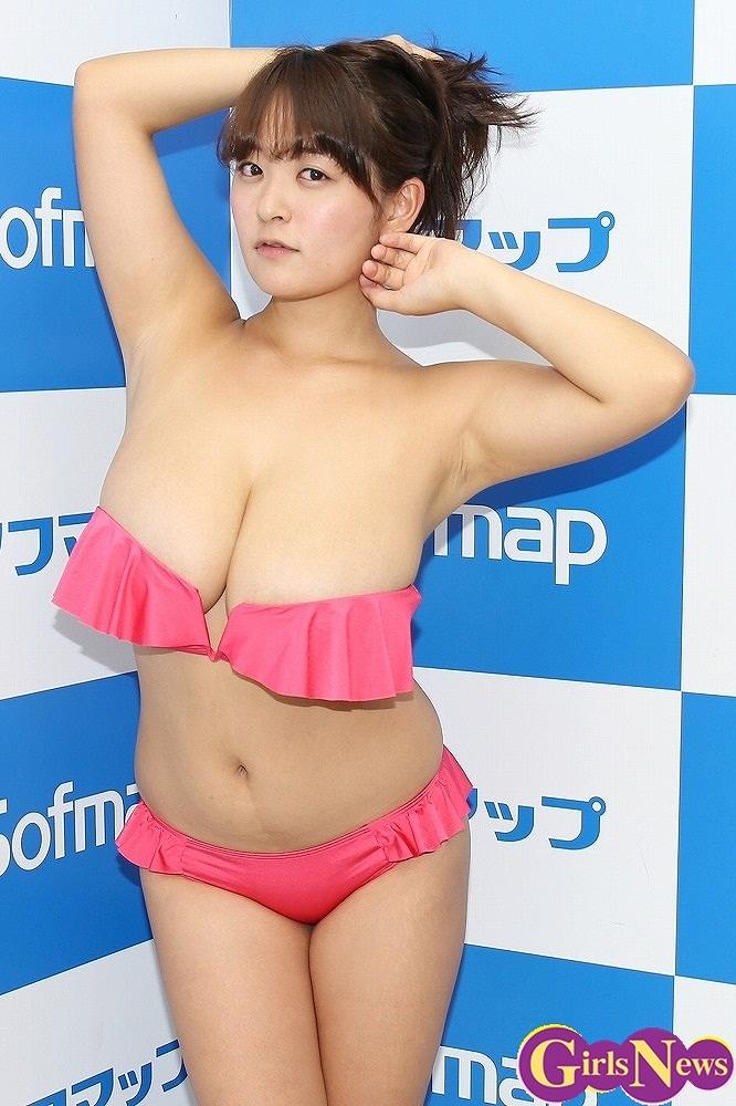DVD「僕の女神さま」の発売記念イベントでソフマップに登場した柳瀬早紀