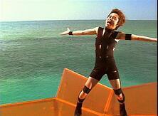 「HOT LIMIT」のPVで変態衣装を着て歌っているT.M.Revolutionの西川貴教