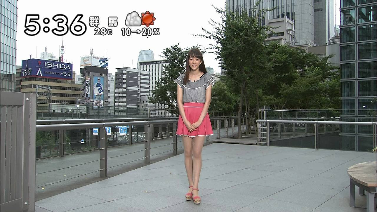 日テレ「ズームイン!!サタデー」に超ミニスカートで出演してるお天気お姉さん(山崎あみ)