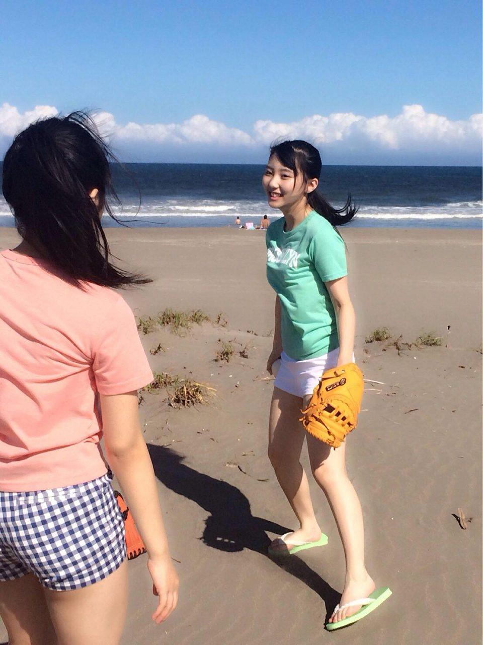 ショートパンツを履いたHKT48・矢吹奈子と田中美久