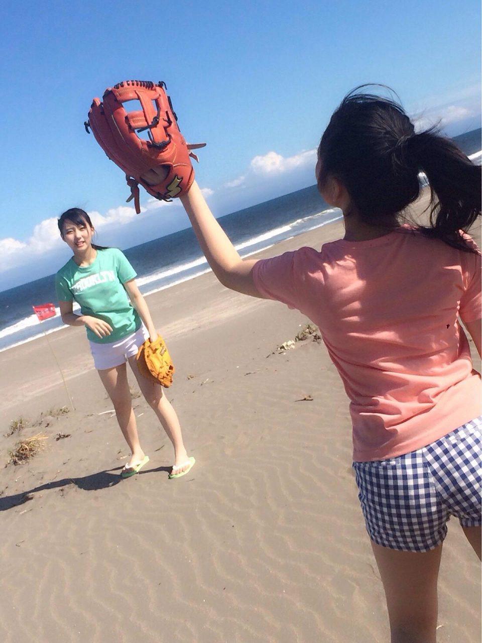 ショートパンツを履いたHKT48・矢吹奈子と田中美久のお尻