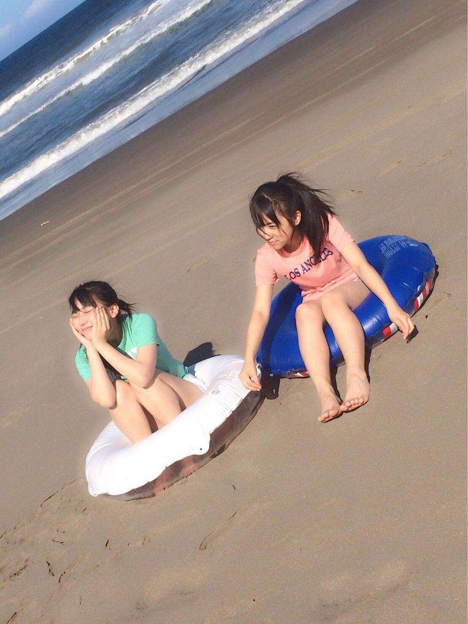 HKT48の矢吹奈子と田中美久の漫画アクショングラビアオフショット