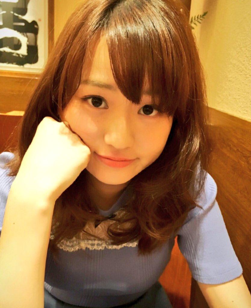ニットを着た美人東大生、篠原梨菜の着衣巨乳