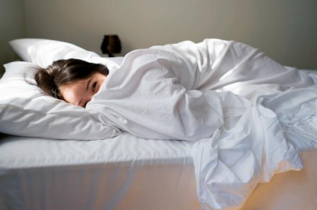 佐々木希の写真集「かくしごと」画像(佐々木希のベッドイン画像)