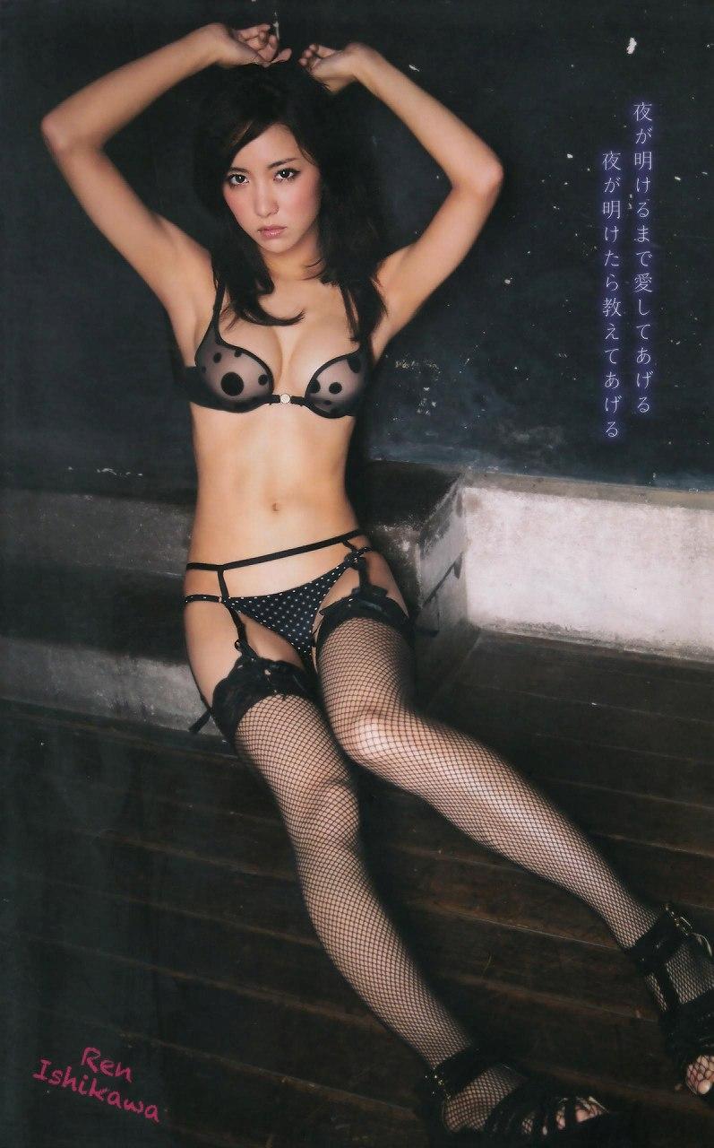 石川恋の下着グラビア