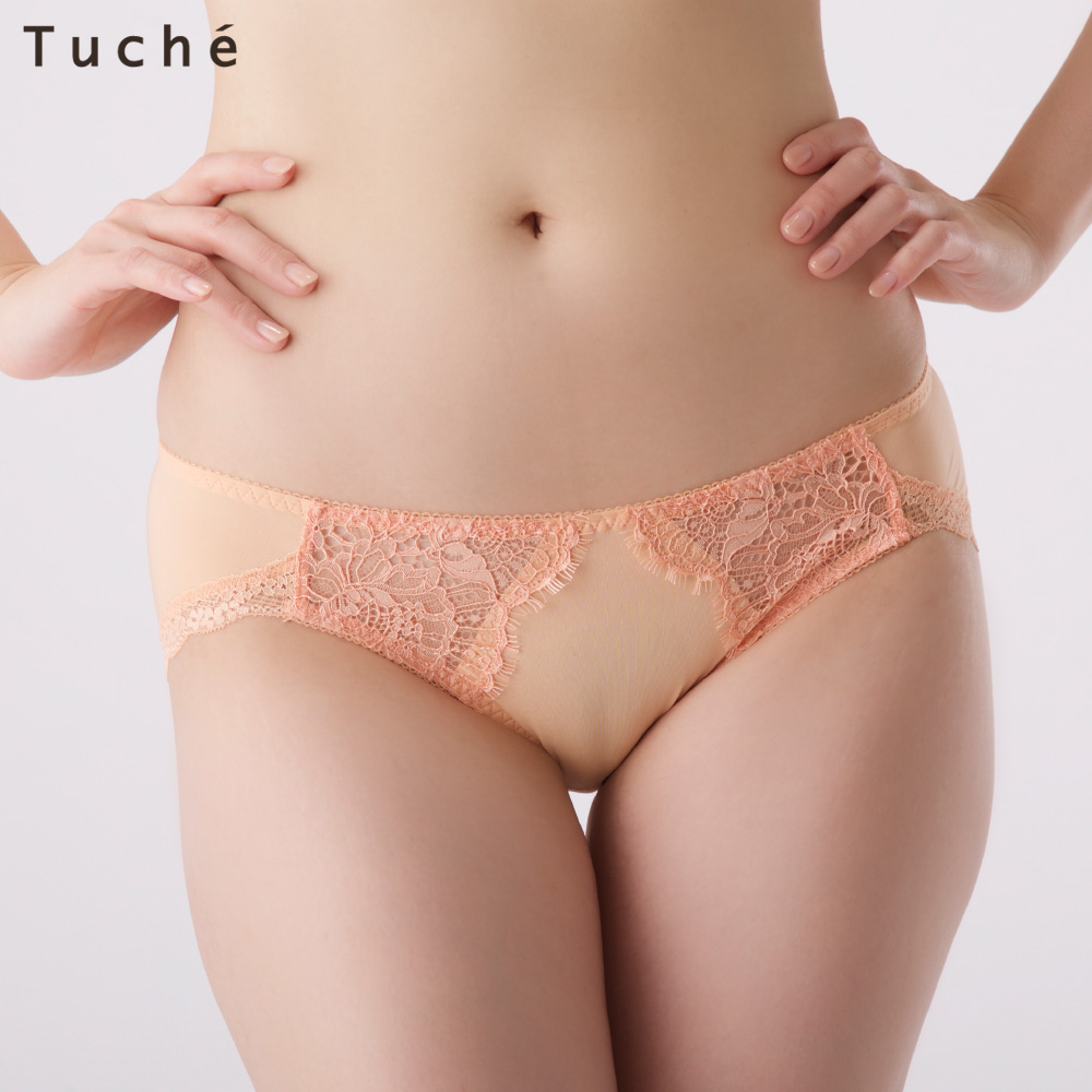グンゼの下着広告(女性モデルのマンスジが透けた下着姿)