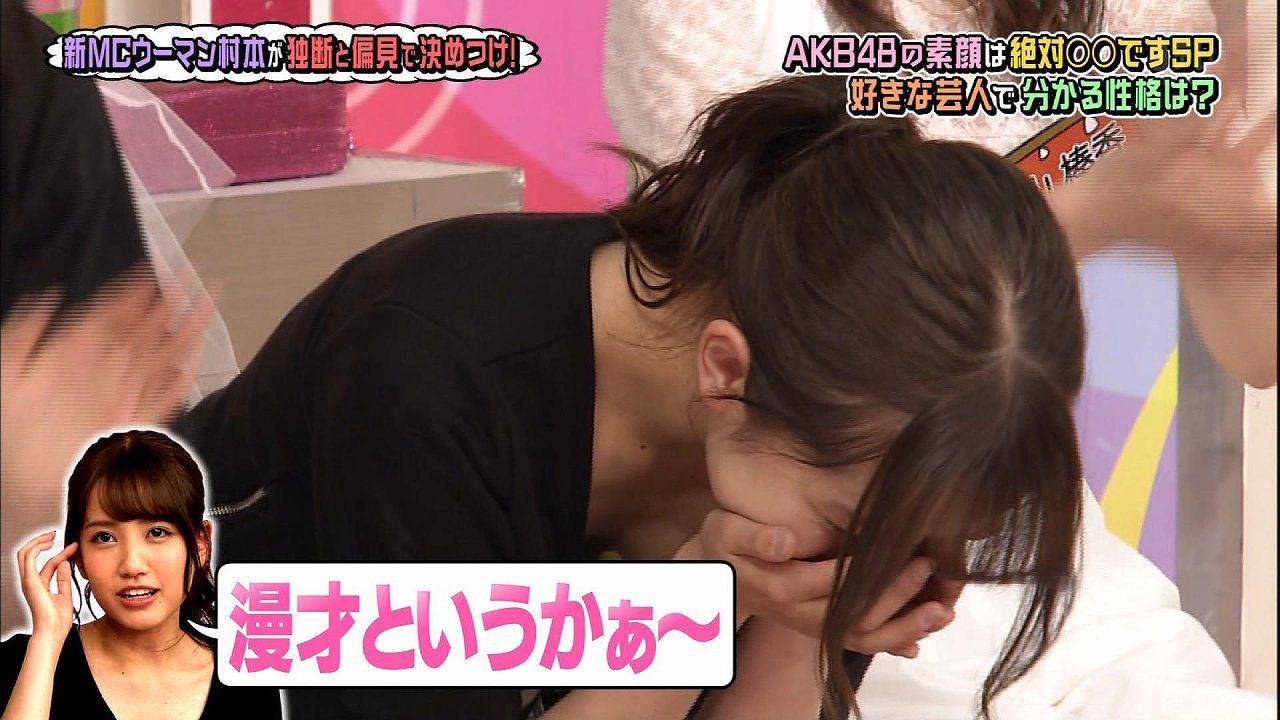 日テレ「AKBINGO!」、胸元ユルユル服で屈んでおっぱい谷間が見えてる加藤玲奈