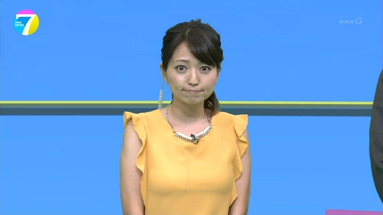 NHK NEWS7、福岡良子の着衣巨乳