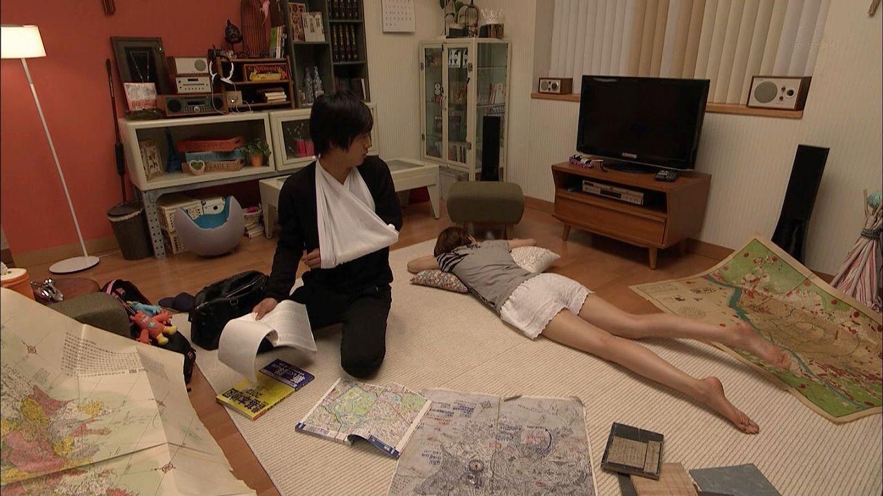 ドラマ「都市伝説の女」でショートパンツを履いた長澤まさみの脚