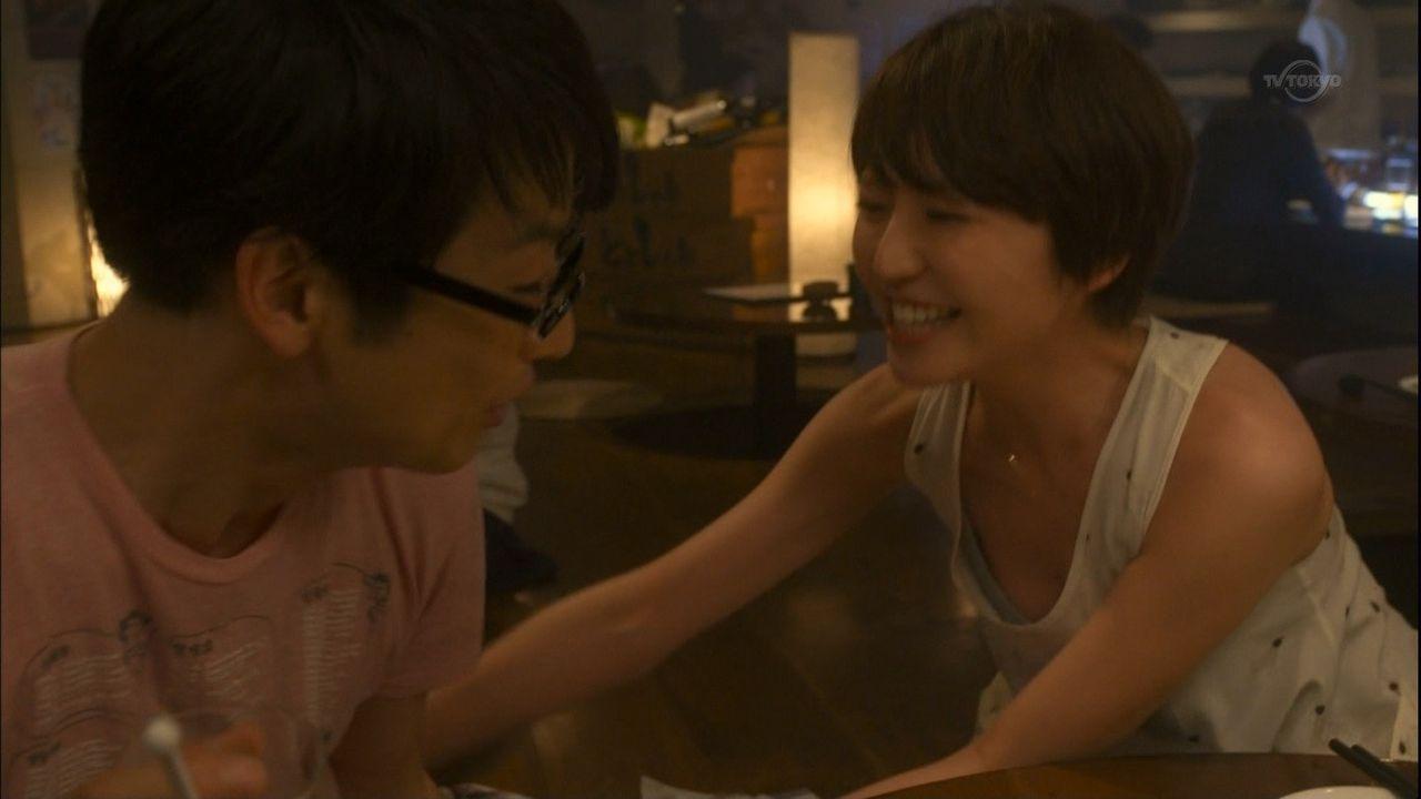 映画「モテキ」で胸元ユルユル服を着た長澤まさみのブラジャーおっぱいポロリ