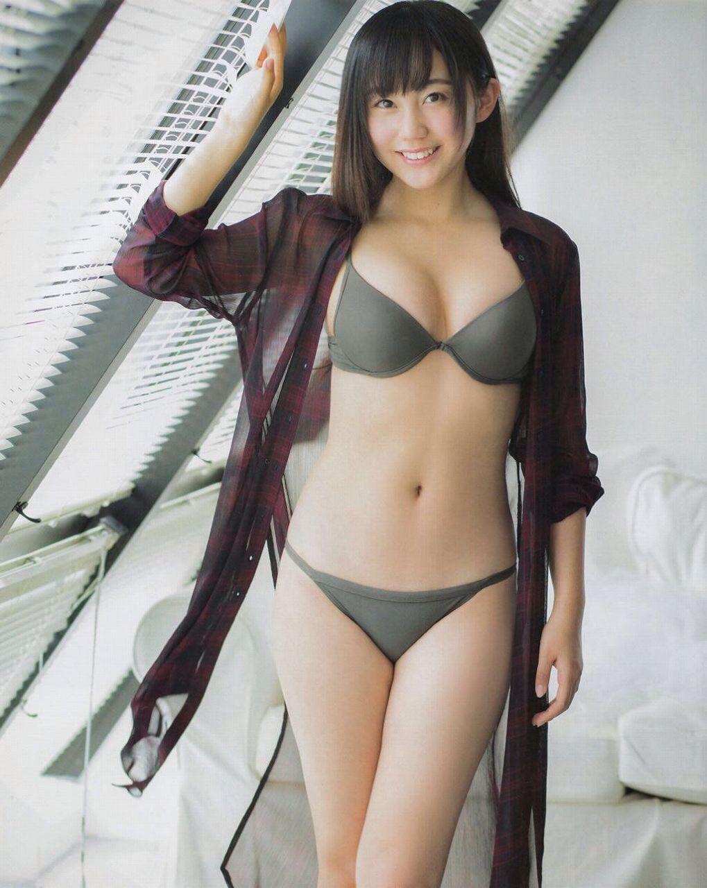 NMB48・薮下柊の水着グラビア