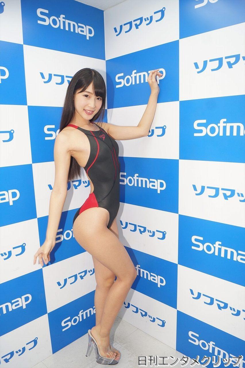 DVD「ふわあや」の発売記念イベントでソフマップに登場した川崎あや