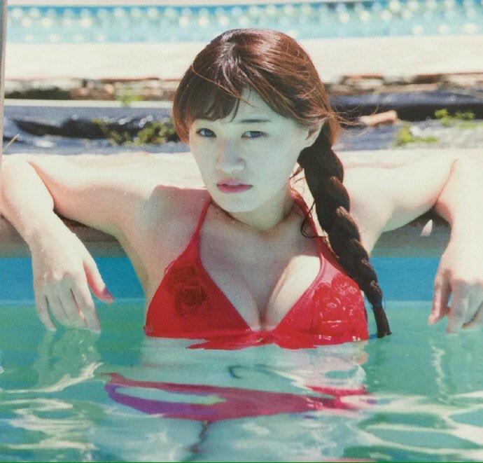かなりん中田花奈の水着グラビア