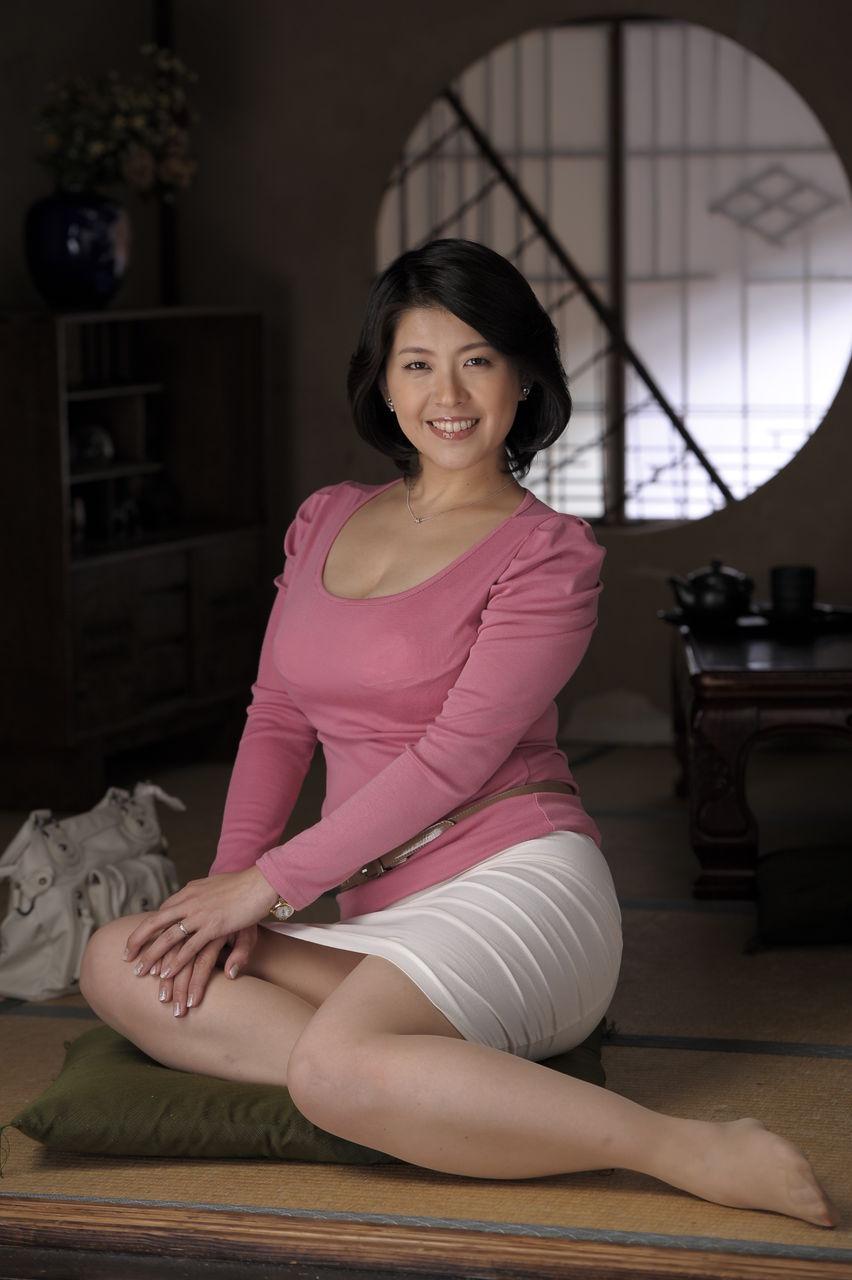 AV女優・笹山希の着衣グラビア