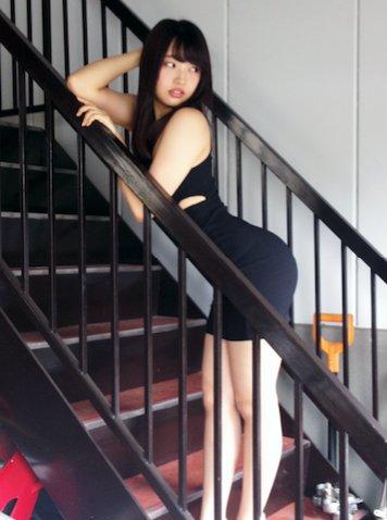 「BUBKA (ブブカ) 2016年08月号」二村春香の着衣グラビアオフショット
