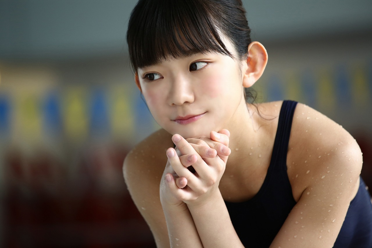 「B.L.T. 2016年9月号」長澤茉里奈の競泳水着グラビアオフショット