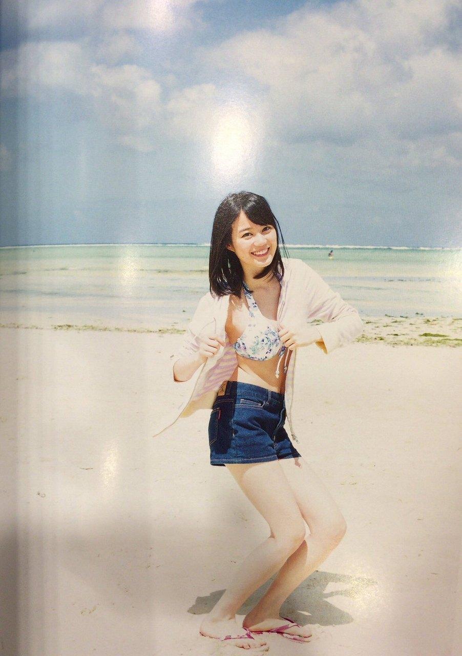 乃木坂46のセカンド写真集「1時間遅れのI love you.」画像(ビキニの水着を着た生田絵梨花)