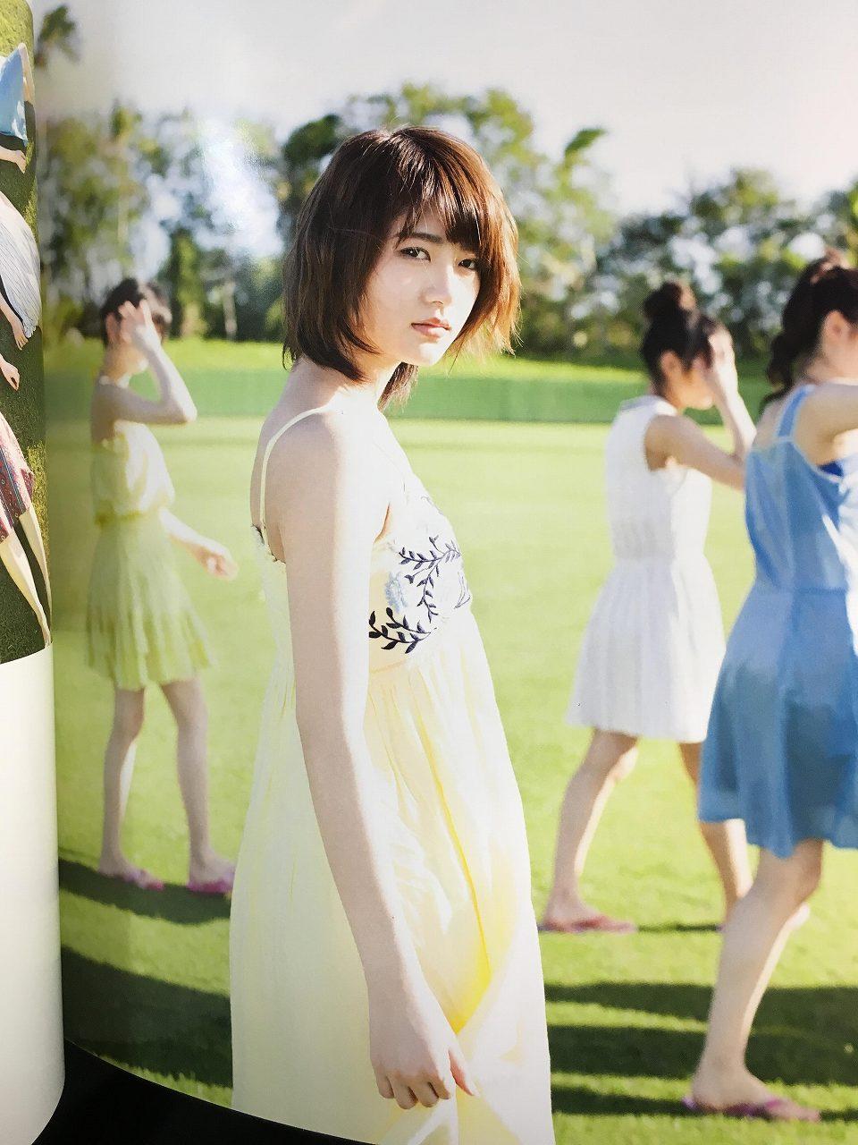 乃木坂46のセカンド写真集「1時間遅れのI love you.」画像(ワンピースを着た若月佑美)