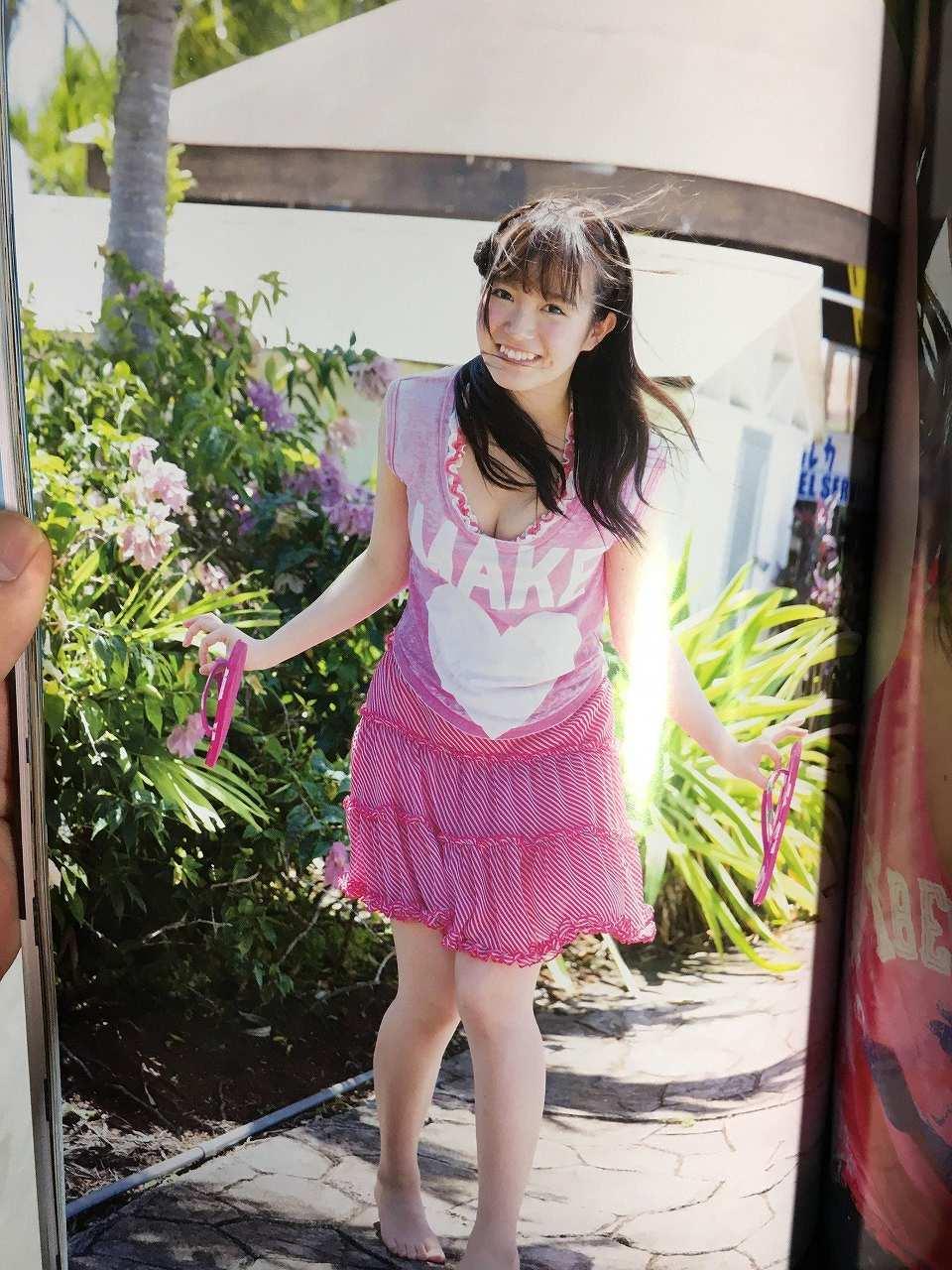 乃木坂46のセカンド写真集「1時間遅れのI love you.」画像(ワンピースを着た中元日芽香)