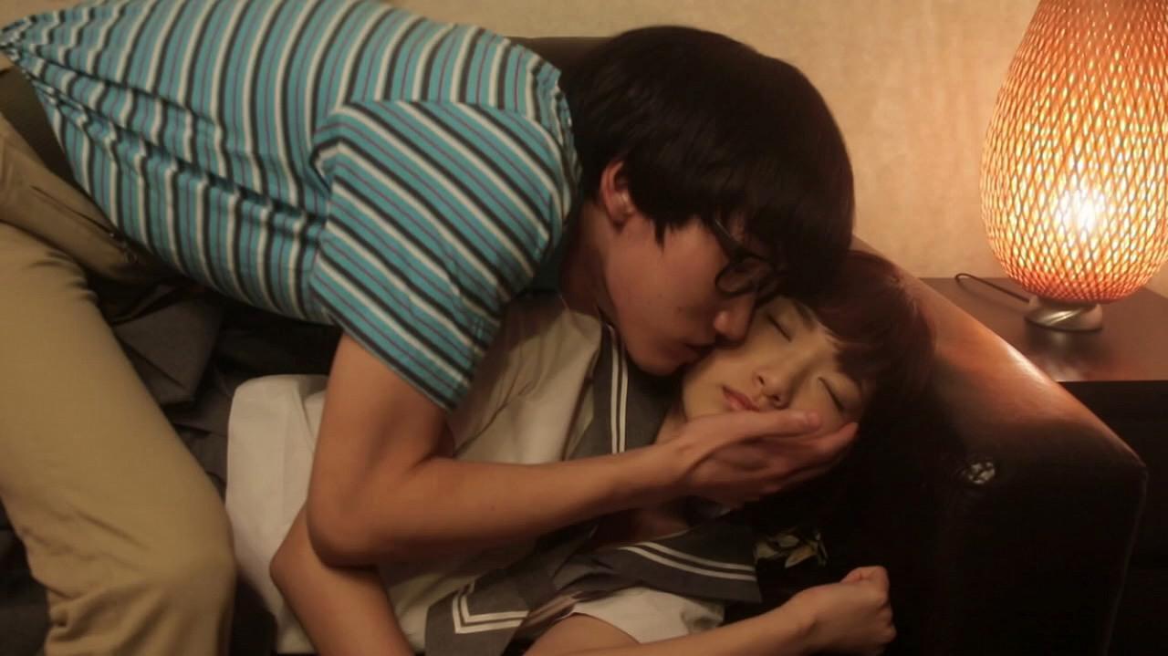 映画でほっぺにキスされる森川彩香