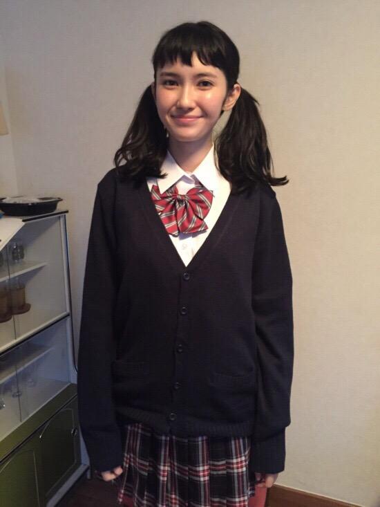 制服を着た市川紗椰のJKコスプレ