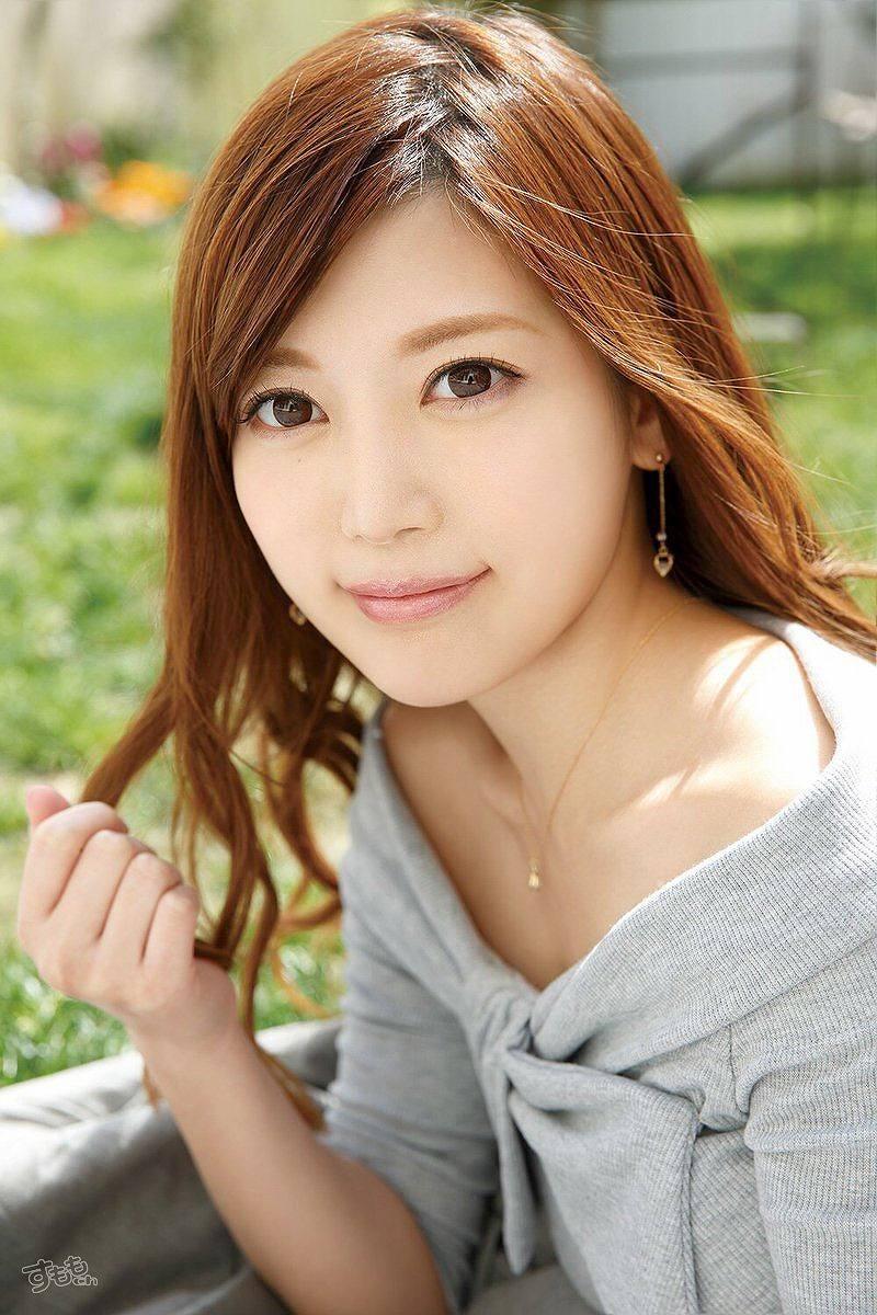 白石麻衣に似てるAV女優・榊梨々亜