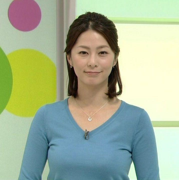 杉浦友紀アナの着衣巨乳