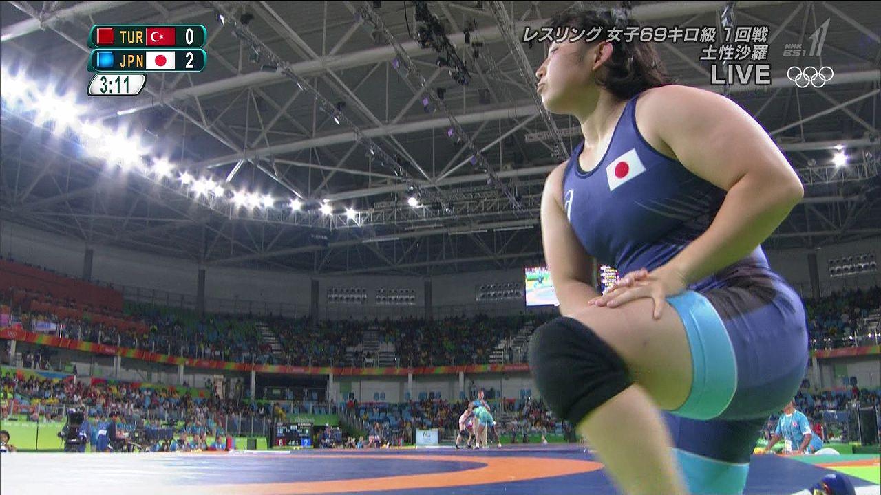 リオオリンピックでレスリングのウェアを着た土性沙羅の肉体