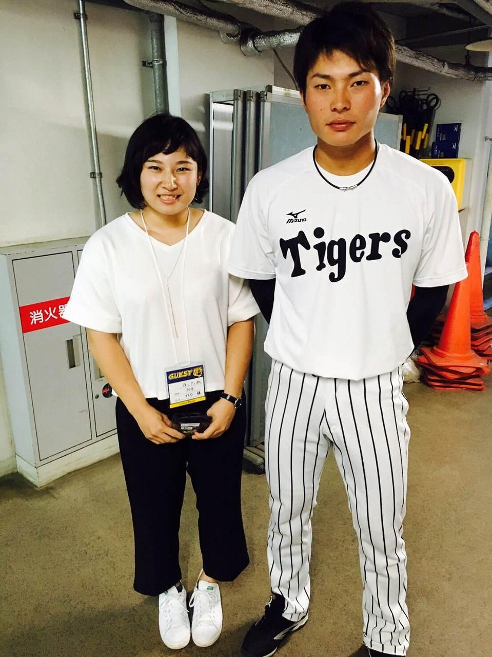 土性沙羅と野球選手のツーショット