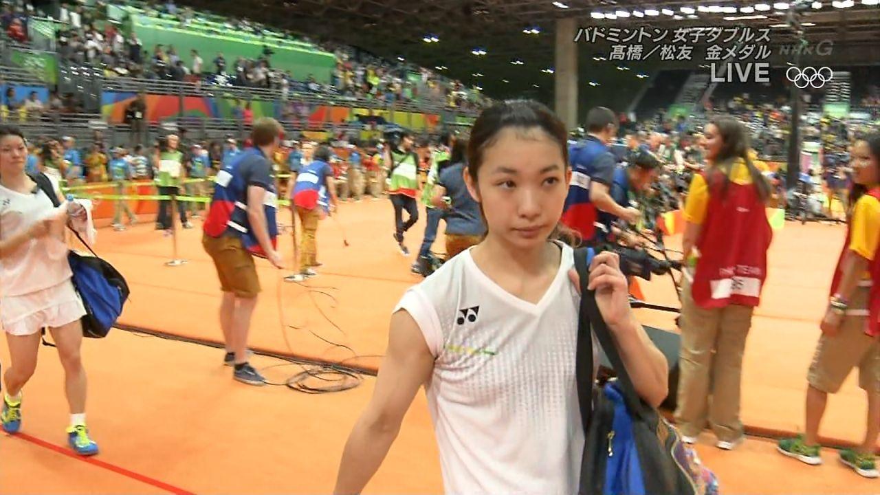 リオオリンピックでおっぱいが浮き出るバドミントンウェアを着た松友美佐紀