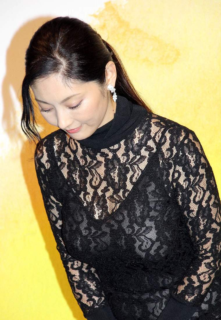 映画「だれかの木琴」の完成披露プレミア試写会にスケスケドレスで登場した常盤貴子