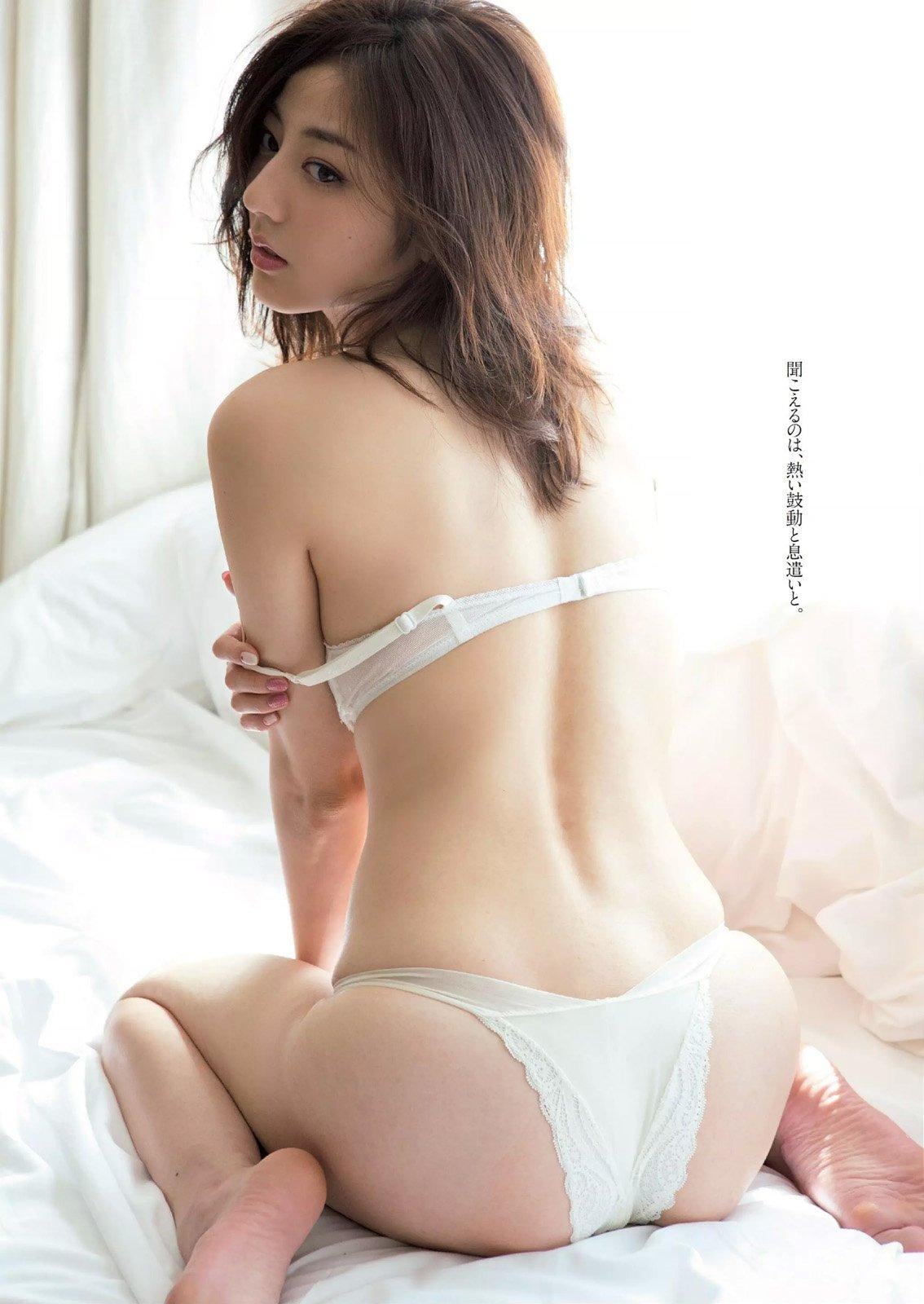 「週刊プレイボーイ 2015 No.18」杉本有美の下着お尻グラビア