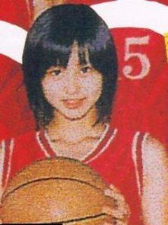 学生時代、バスケットボール部のユニフォームを着た堀北真希