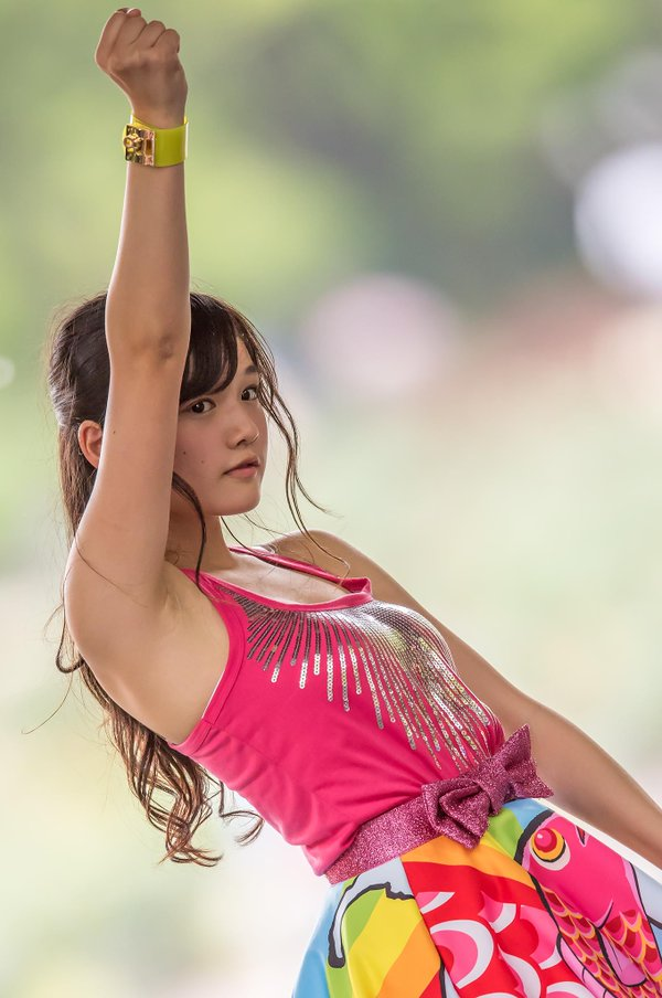 ステージ衣装を着たつりビットの安藤咲桜