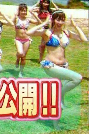 AKB48「Everyday、カチューシャ」PVでビキニの水着を着た小嶋陽菜のダルダルな体
