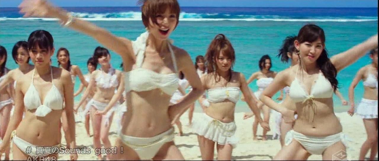 AKB48「真夏のSounds good !」PVでビキニの水着を着た小嶋陽菜