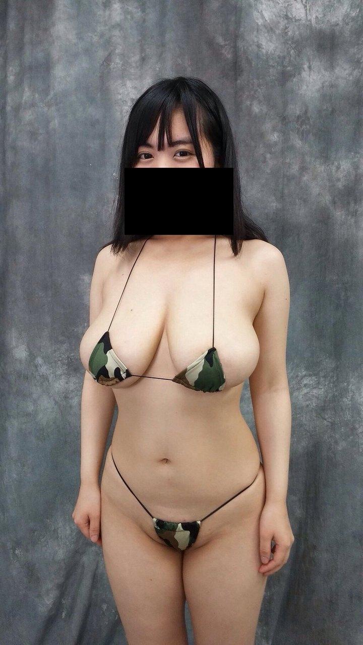 極小水着を着たブス巨乳の女(菅野裕子)