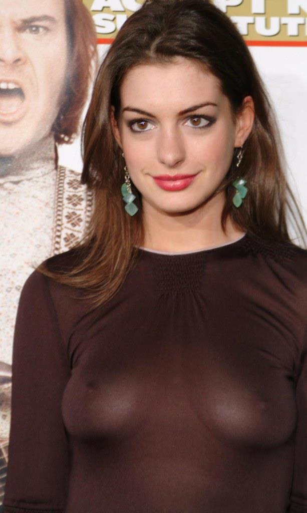 ノーブラでスケスケの服を着たアン・ハサウェイの乳首丸見えおっぱい
