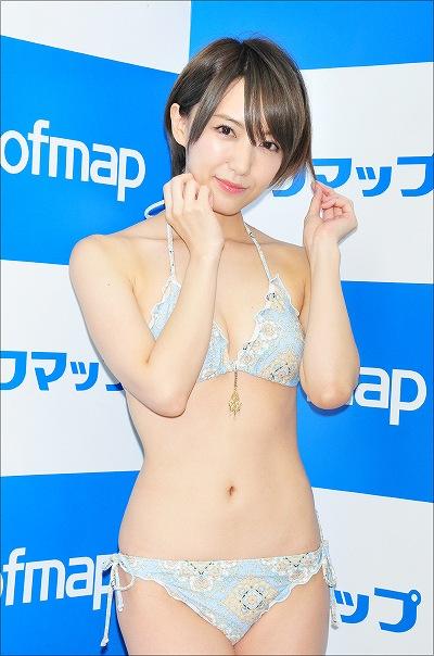 イメージDVD「忘れな草」の発売記念イベントでソフマップに登場したあさくら結希(旧・浅倉結希)