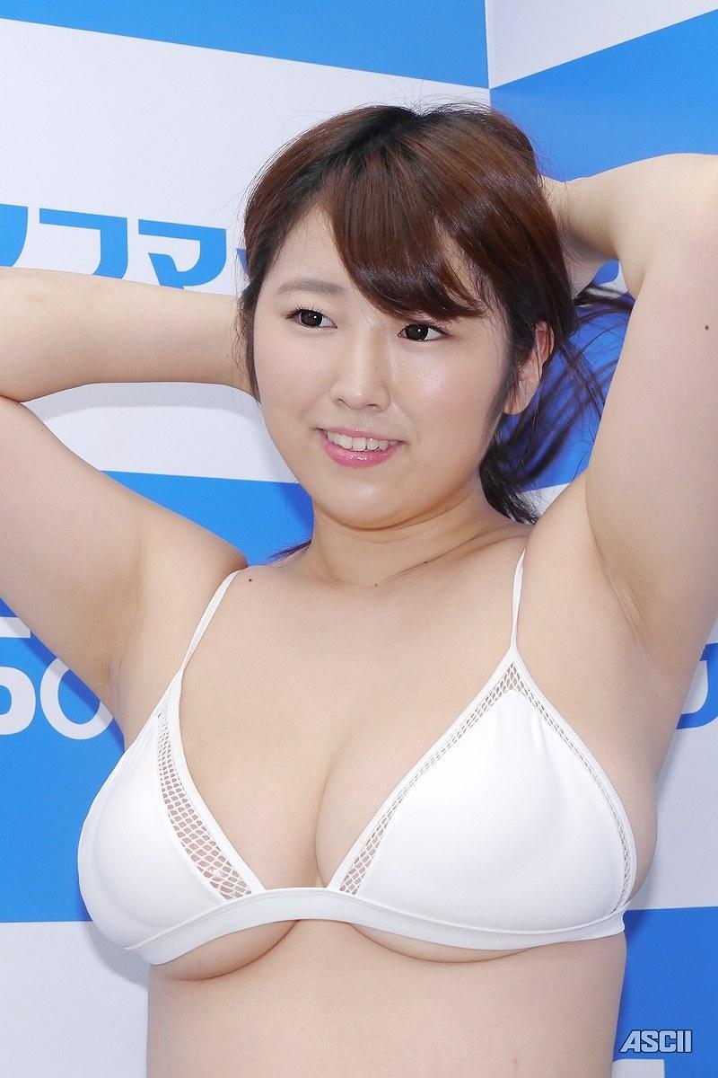 DVD「恥じらいアドベンチャー」の発売記念イベントでソフマップに登場した松本菜奈実