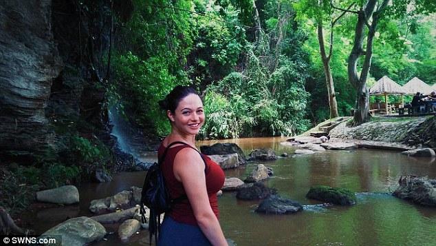 タイでレイプされたアメリカ人女教師の着衣横乳