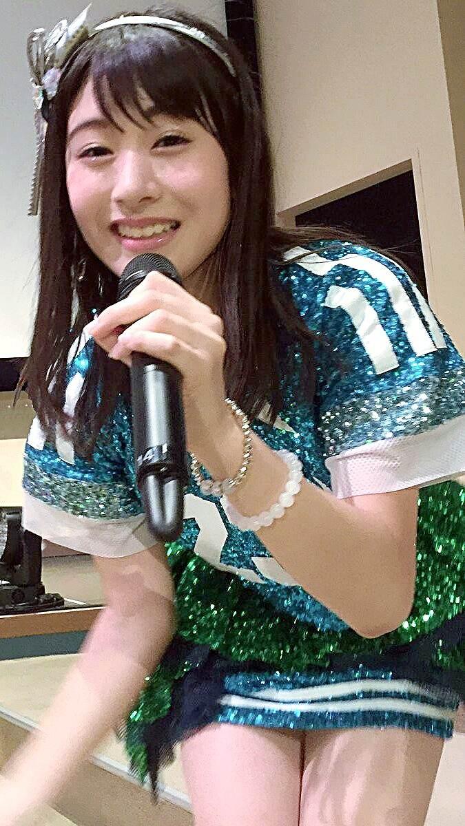 超ミニスカート衣装を着たNGT48・加藤美南