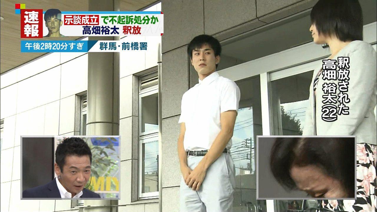 釈放され、謝罪の言葉を述べる俳優の高畑裕太と弁護士の渥美陽子