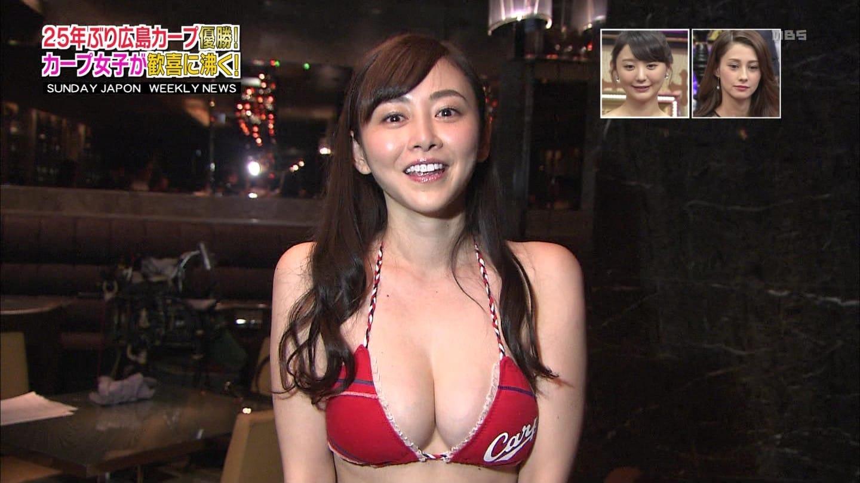 「サンデージャポン」でカープビキニを着て広島カープについて語るカープ女子の杉原杏璃