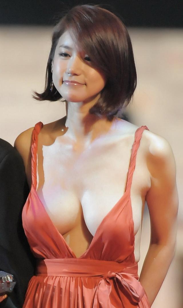 ノーブラでセクシードレスを着た韓国女優のオ・イネ(オ・インヘ)