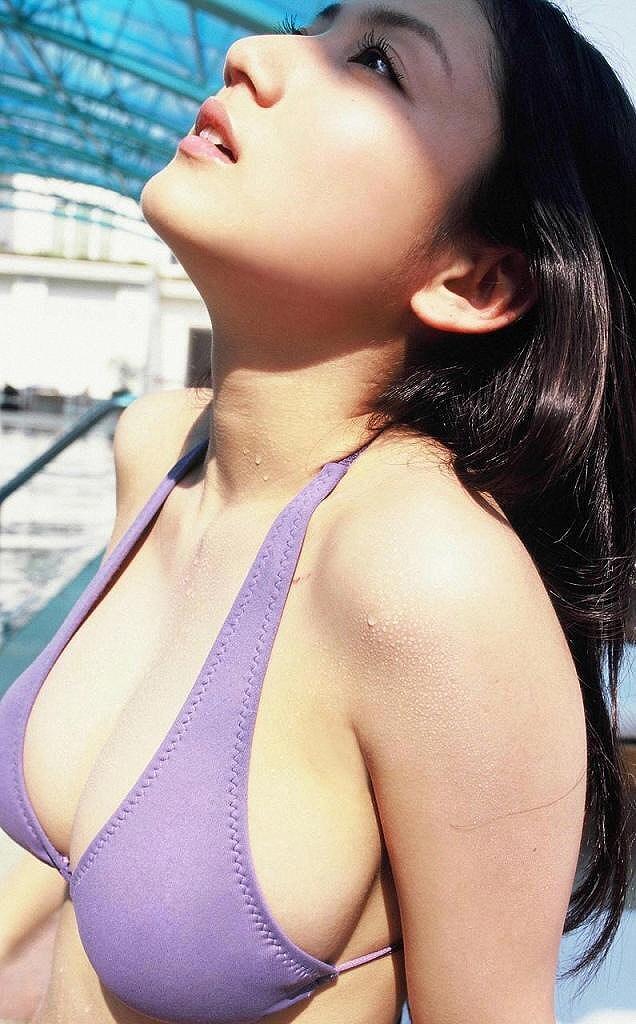 紗綾の水着グラビア