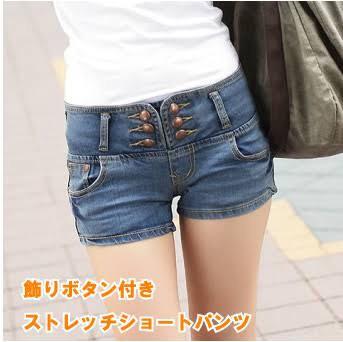 ホットパンツの通販に載ってるホットパンツを履いた女の子