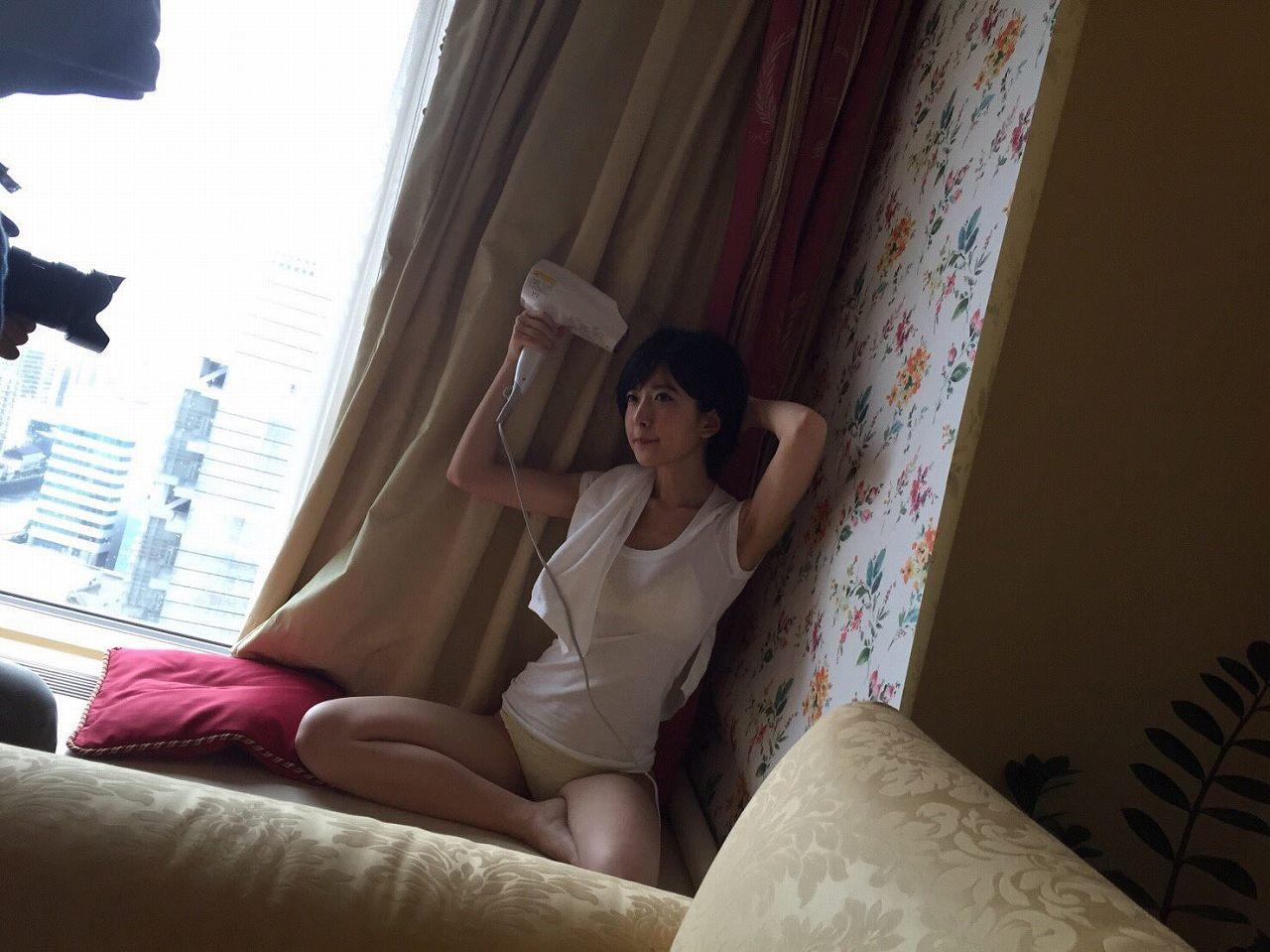 「EX (イーエックス) 大衆 2016年10月号」須藤凜々花の下着グラビアオフショット