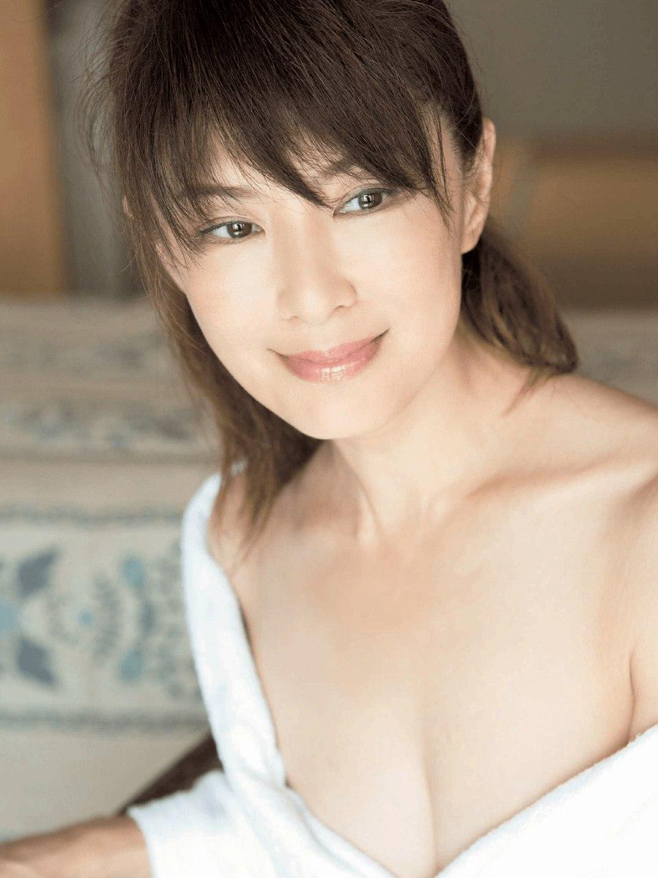 「週刊ポスト 2015年 12/4 号」山田佳子のおっぱい谷間グラビア
